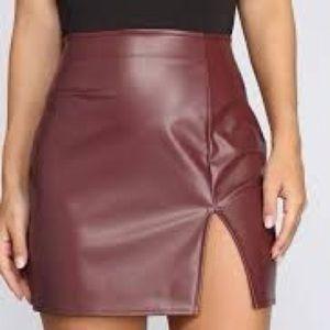 Windsor Mini Skirt Small Maroon